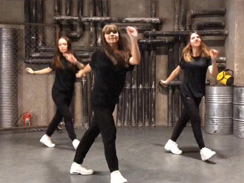 Девукши танцуют Шафл - видео