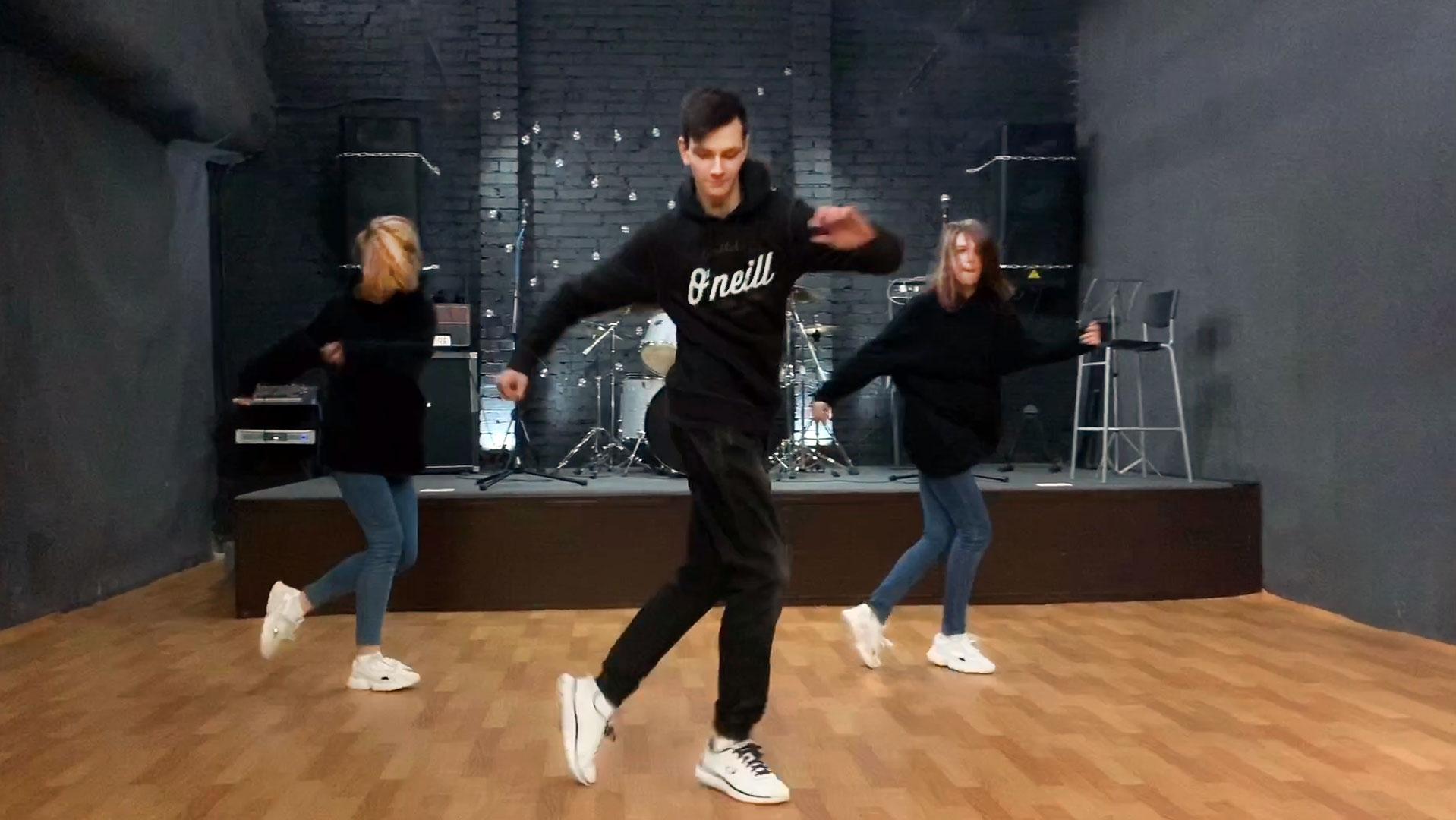 Юра танцует Шафл